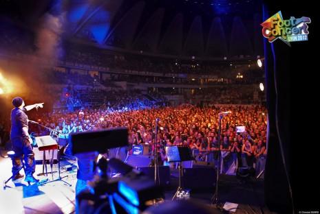 Pascal Obispo et la foule au foot-concert 2012