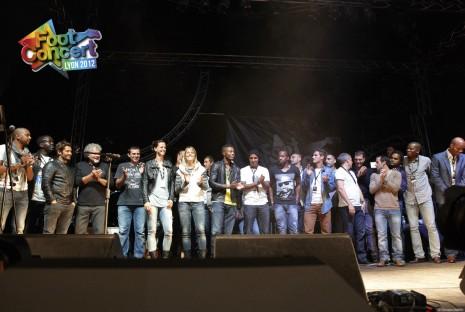 tous les footballeurs réunis sur la scène du foot-concert 2012